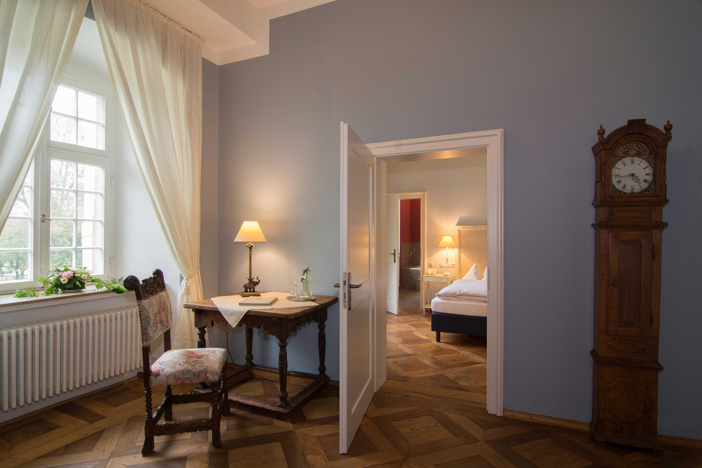 Blick vom Salon Jérome auf das Schlafzimmer