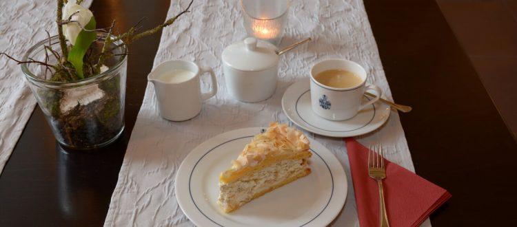 Kaffeeklatsch im Hotel Schloß Gehrden mit Liebe gebackene Torten und Kuchen