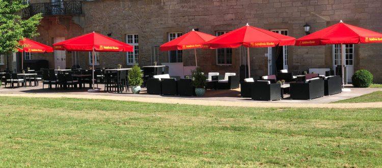 Schloss-Gehrden-draußen-essen